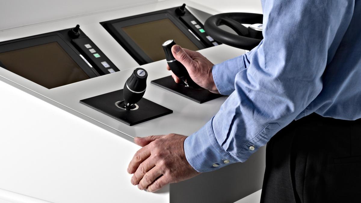 Schiffssteuerstand Interfacedesign der Brückenkomponenten für die Firma VOITH GmbH (2013) (c) IKTD und VOITH GmbH